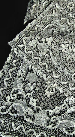 vintage handmade needle lace placemats and table runner