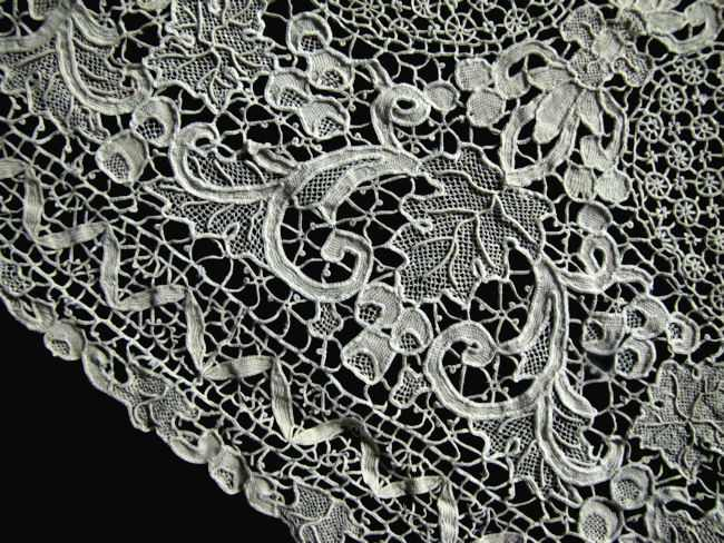 placemats and table runner set handmade needle lace close up of side