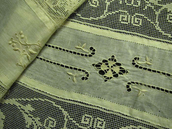 close up 2 vintage placemats and matching table runner handmade lace and embroidery