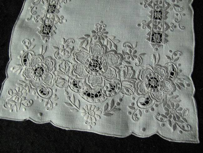 close up 2 5 vintage handmade linen placemats with lace and embroidery