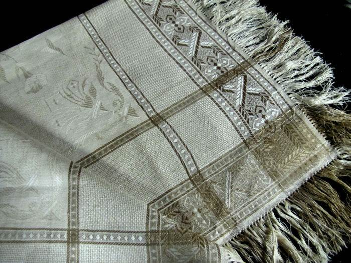 close up 2 vintage damask woven table topper with fringe
