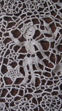 vintage handmade figural lace tablecloth