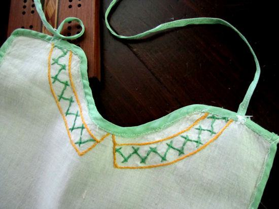 close up 3 vintage southern belle apron