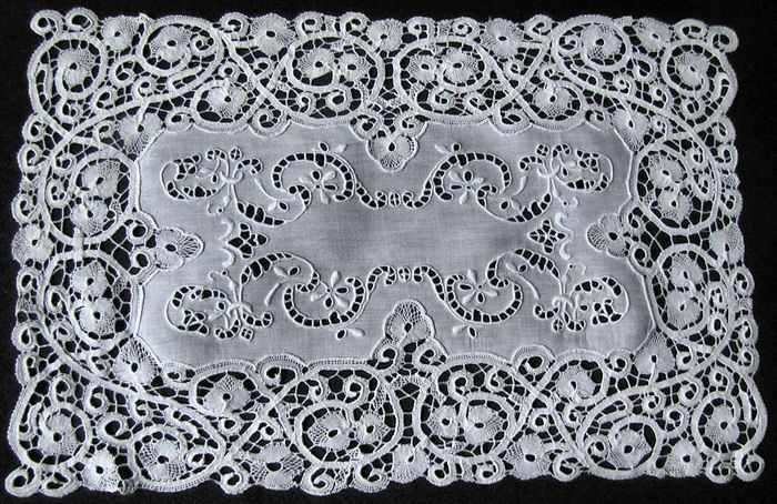 vintage white linen placemats with cantu lace