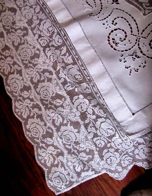 close up 9 vintage banquet tablecloth handmade figural lace and embroidery