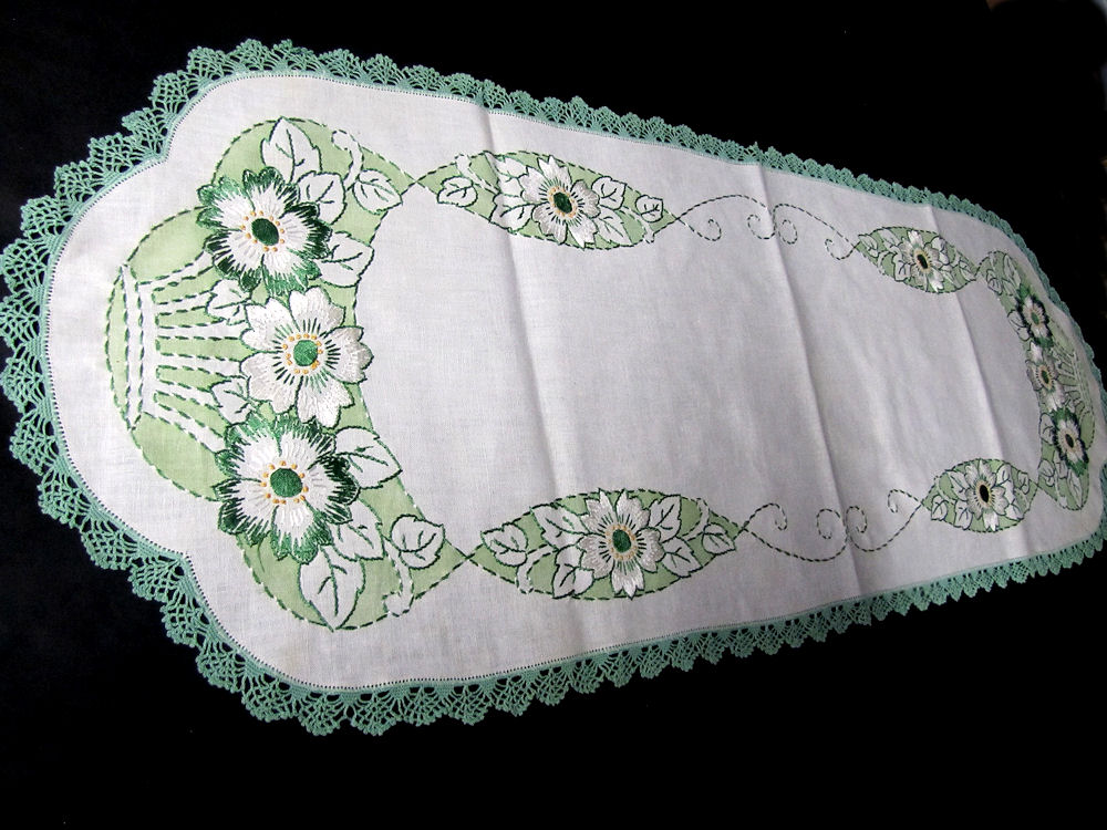 vintage antique arts and crafts table runner
