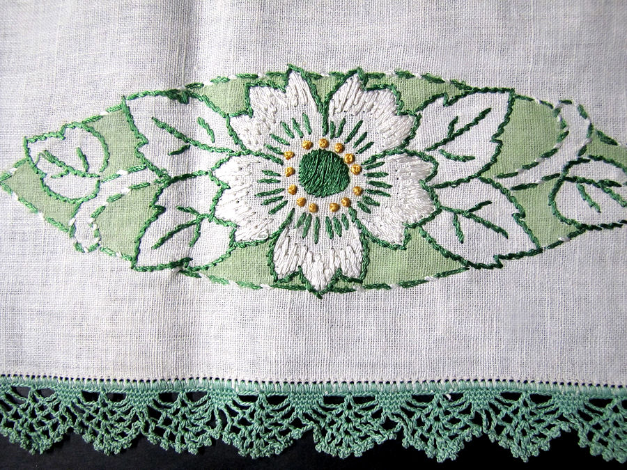 close up 2vintage antique arts and crafts table runner