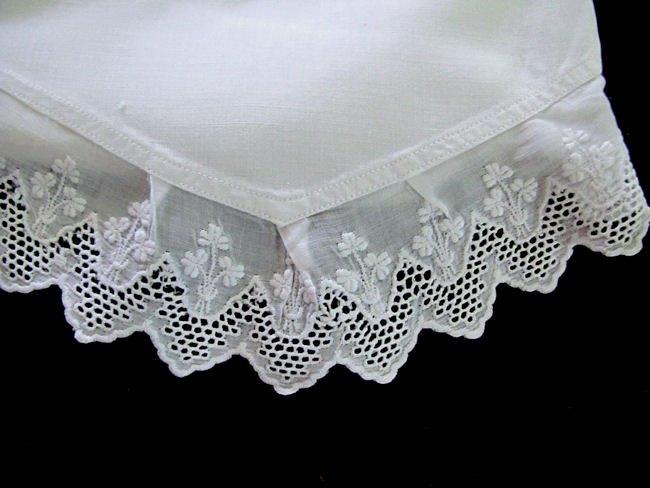close up 2 vintage pair envelope pillowcases lace