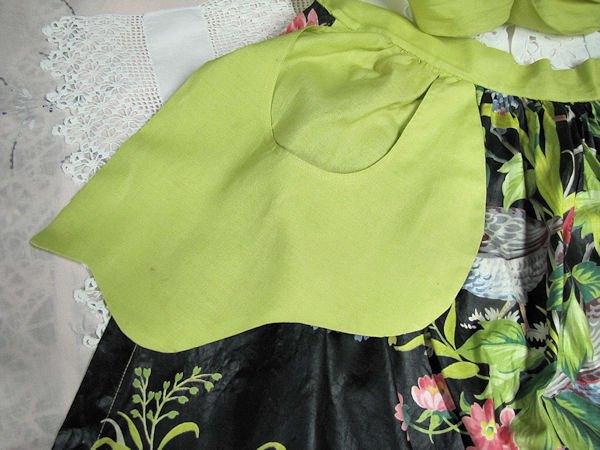 close up pocket on vintage chintz apron