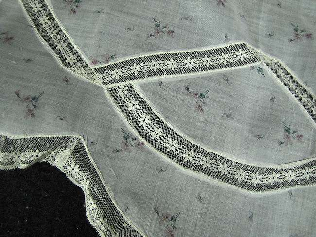 close up 2 vintage hostess apron French lace