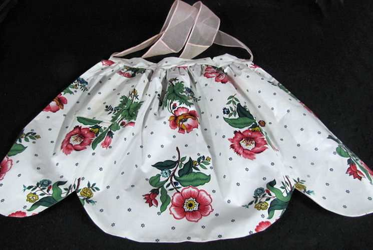vintage apron chintz with floral print