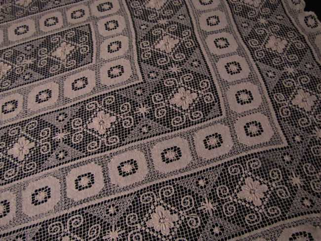 close up 3 vintage handmade lace tablecloth