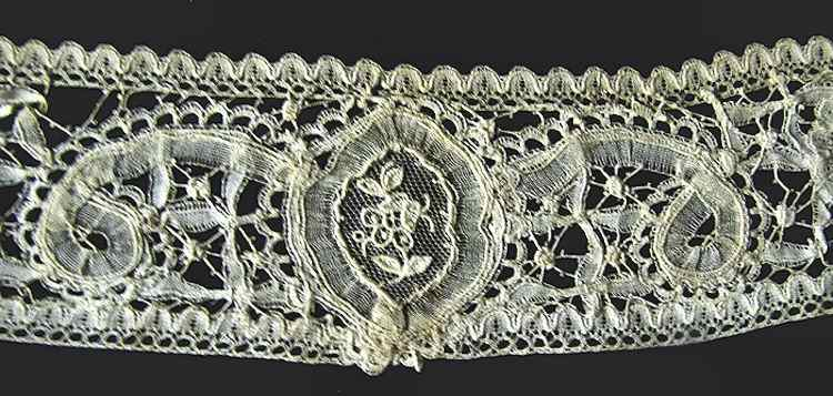 close up 2 Victorian antique handmade Brussels lace high collar