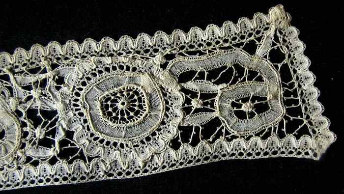 close up 3 Victorian antique handmade Brussels lace high collar