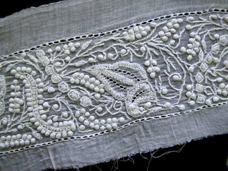 close up antique Aryshire whitework lace trim