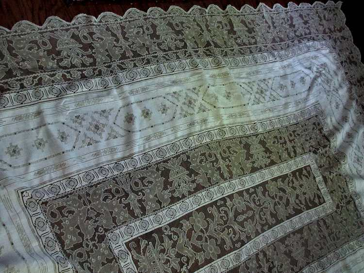 close-up 1 handmade vintage figural lace tablecloth