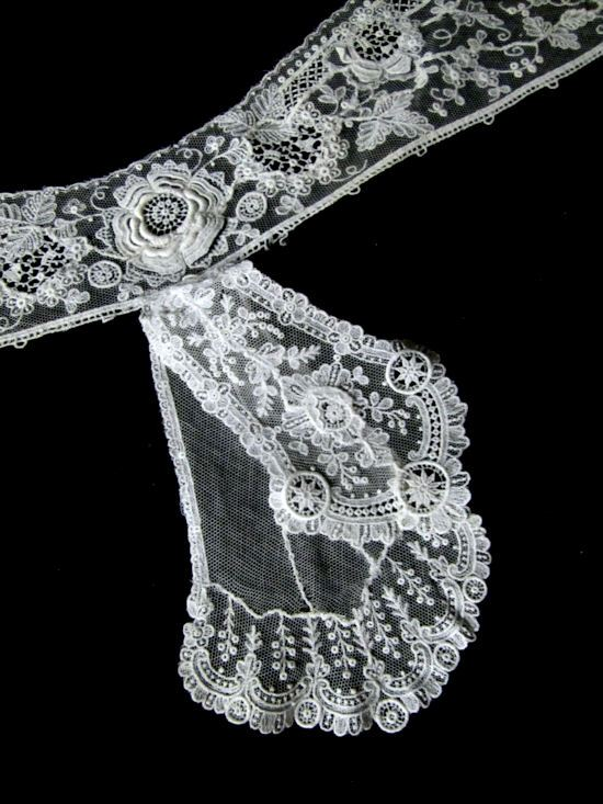 close-up 3 antique point de venise lace collar