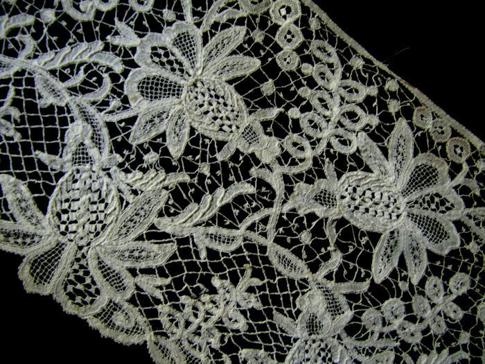 close-up 1 antique branscombe lace trim
