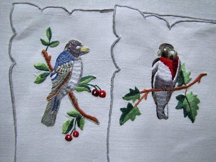 close-up 2 birds Porthault placemats