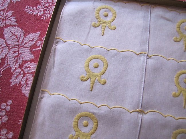 close-up Imperial cocktail napkins