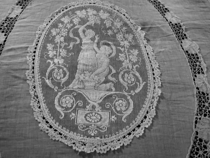 antique bedspread coverlet figural lace medallion