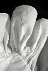 hole ruffle antique pillow sham B