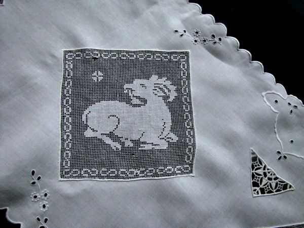 close up 2 vintage white linen table runner dresser scarf with handmade figural lace