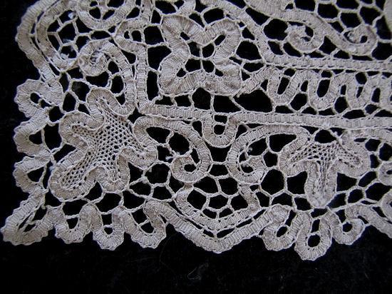 close up 4 vintage antique handmade figural lace placemats