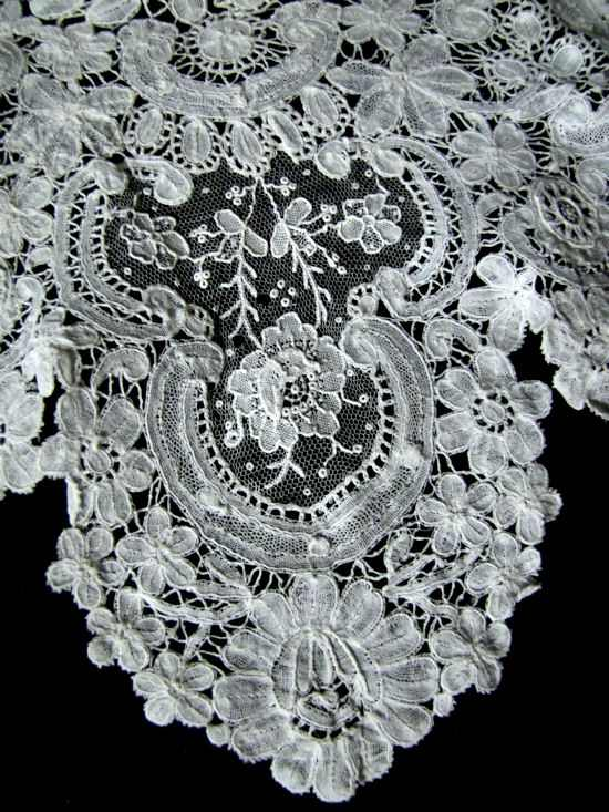 close-up 1 brussesl point de venise lace collar