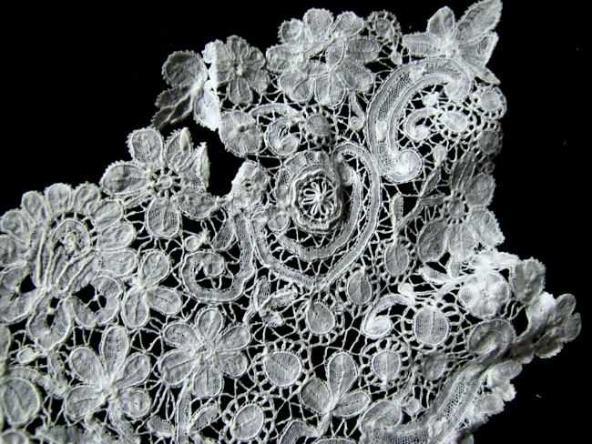 antique brussels point de venise lace collar close up 3