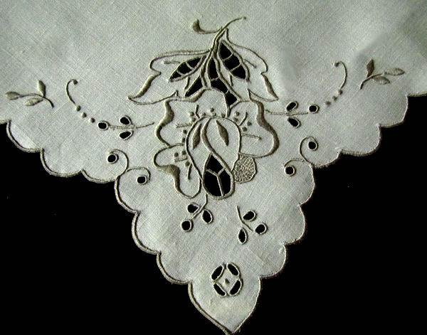 close up 2 set of 12 vintage linen napkins handmade lace embroidery Madeira