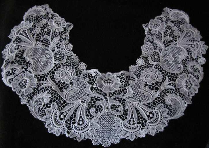 vintage anitque Schiffli Lace collar