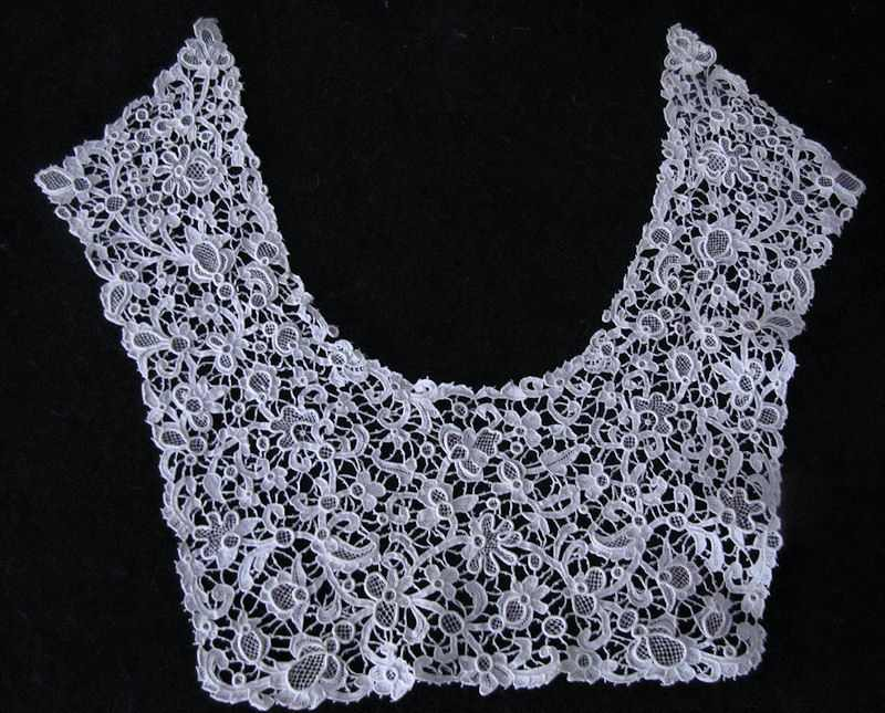 Victorian antique rose point lace collar