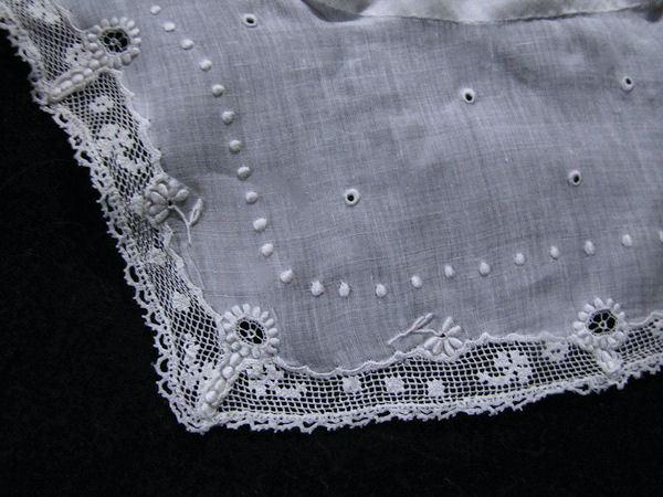 vintage collar corner lace