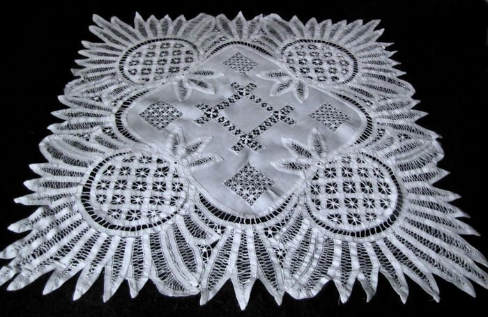 vintage table topper handmade Battenberg lace