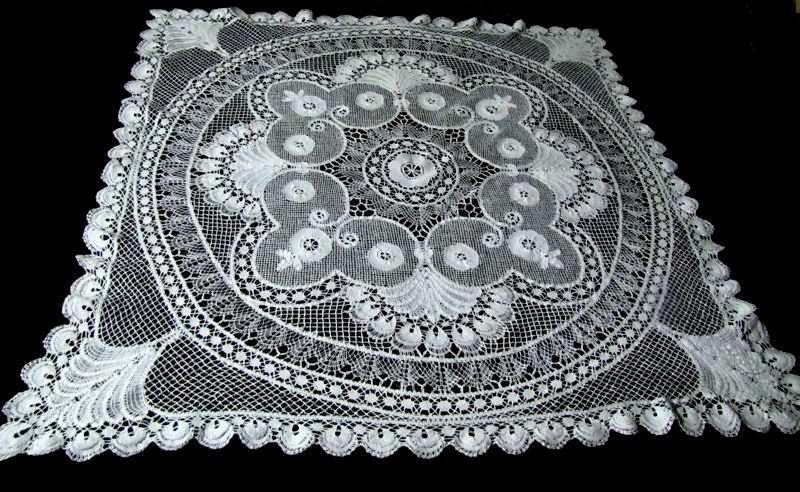 vintage antique handmade bobbin lace tablecloth