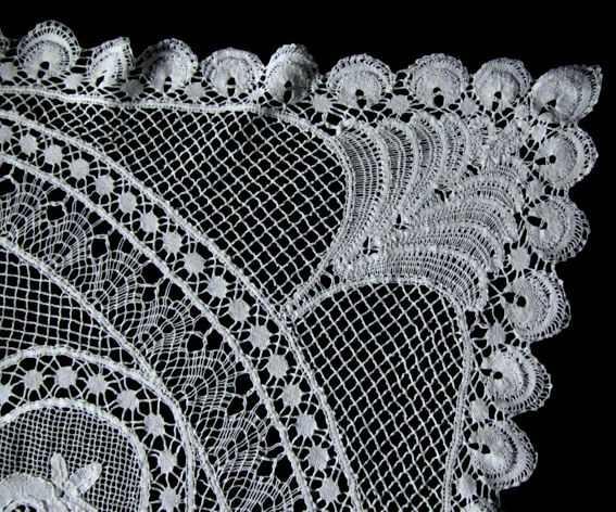 close up 2 vintage antique handmade bobbin lace tablecloth