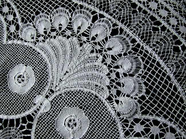 close up 3  vintage antique handmade bobbin lace tablecloth