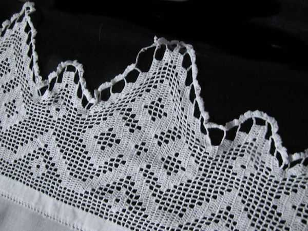 close up 4 vintage antique white linen tablecloth with handmade lace and embroidery