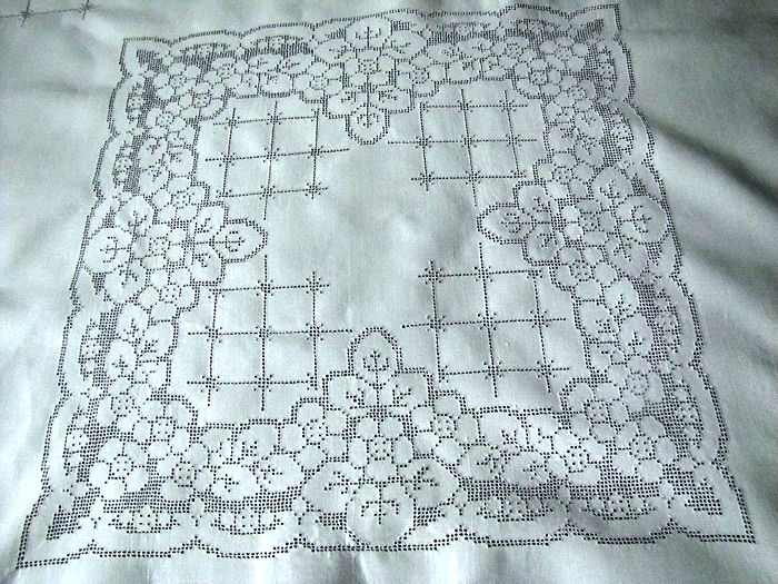 close up vintage antique white linen tablecloth with handmade lace