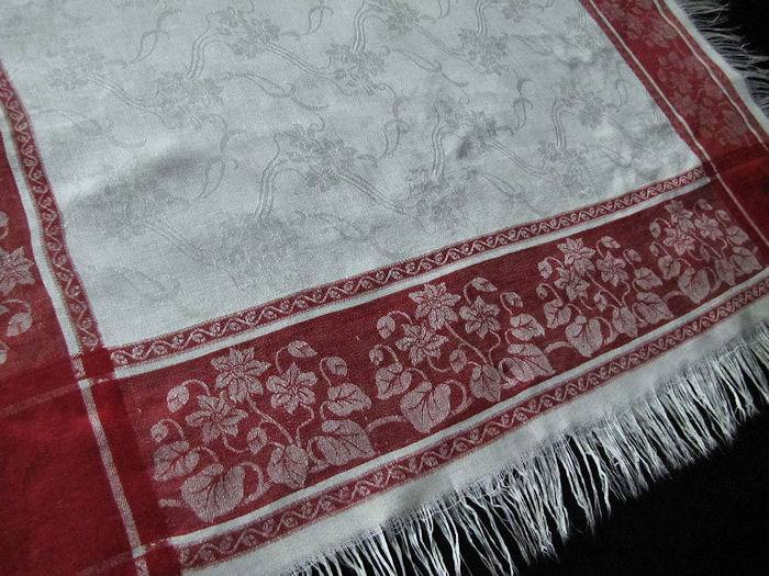 close up 2 vintage Turkey red and white linen fringed table topper