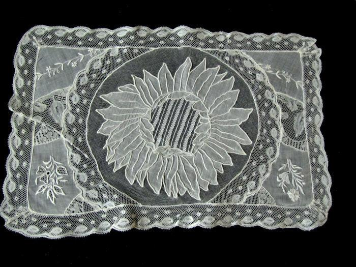single normandy lace placemat 1