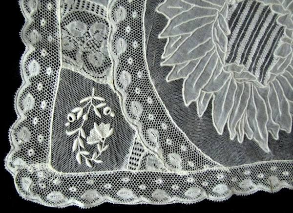 close-up normandy lace placemat 2