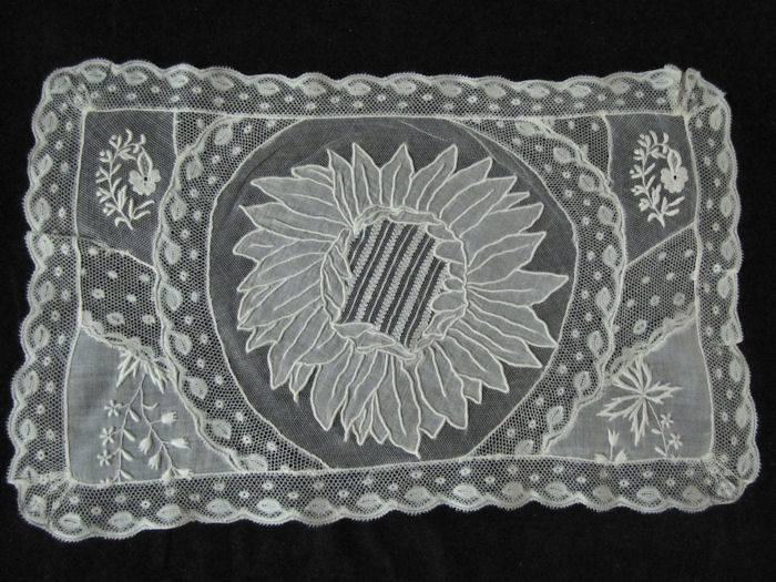 single normandy lace placemat 3
