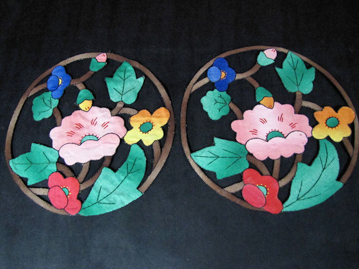 vintage antique pair doilies arts and crafts handmade lace embroidery