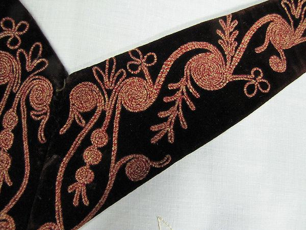 close up vintage antique brown velvet dress insert collar