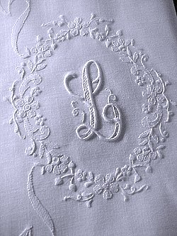 pair monogrammed L pillowcases