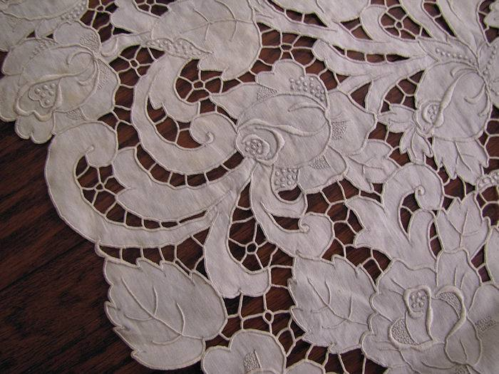close up 4 vintage antique white linen tablecloth handmade lace and embroidery