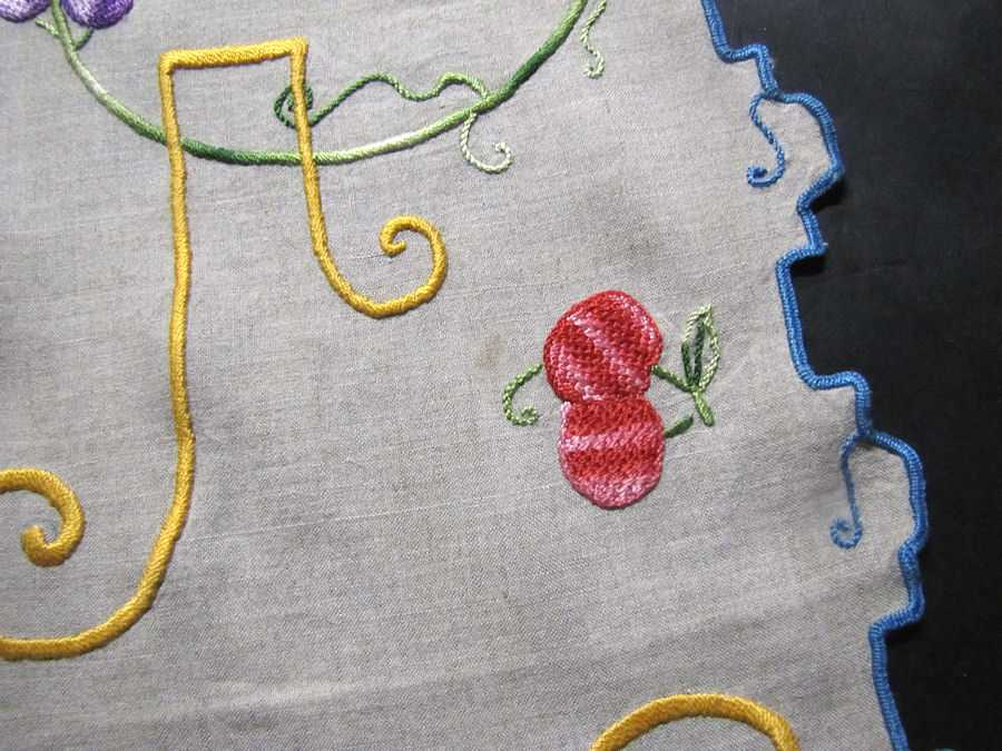 close up 2 vintage antique table runner handmade arts and crafts