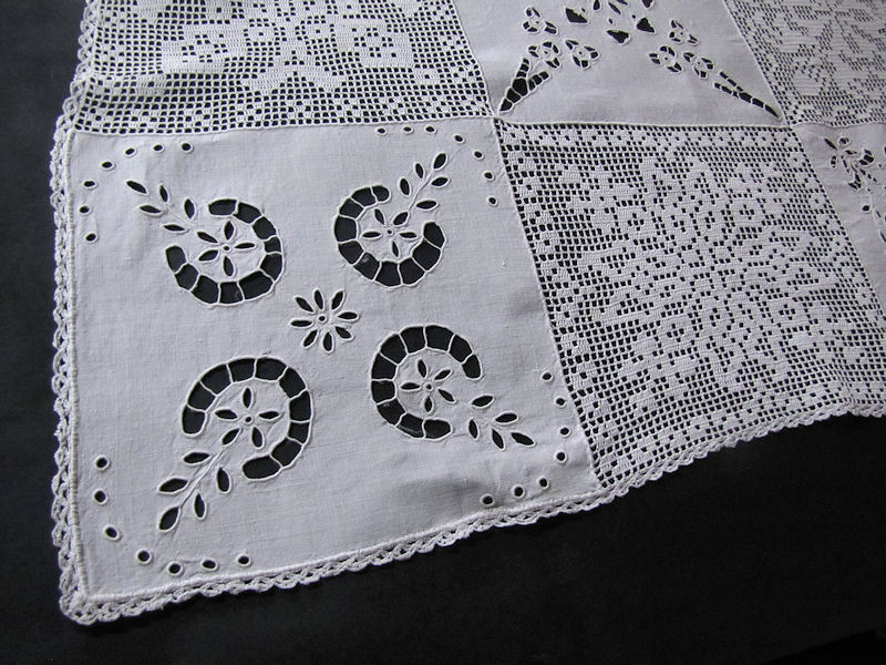 close up 1 vintage antique table runner handmade